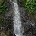 写真: 滝下に顔 心霊写真かな?