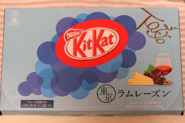 写真: Nestle KitKat 東京 ラムレーズン 1
