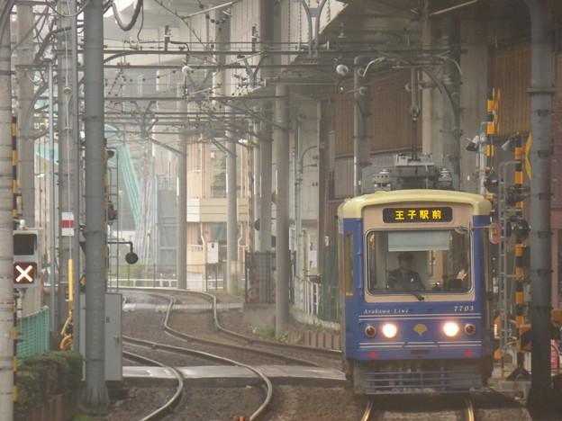 朝もやに現る電車