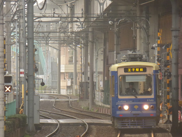 Photos: 朝もやに現る電車