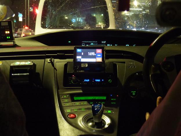 光の収穫…雨の夜のプリウスタクシー