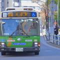 秋晴れの都会を走る都バス[都06]渋谷駅前行き