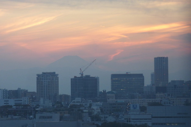 富士山が背後で見守る東京