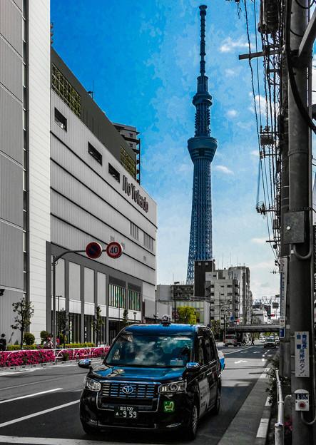 Photos: 東京スカイツリーとジャパンタクシー