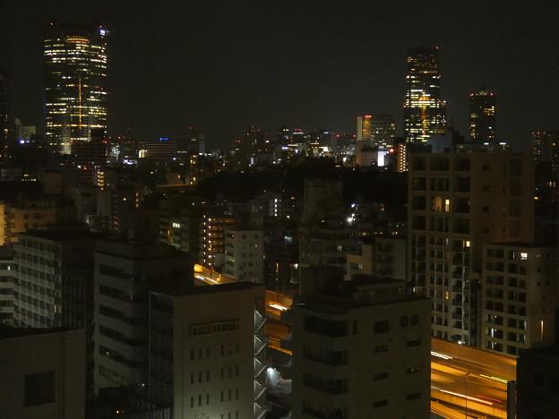 ひっそり眠らぬ都会