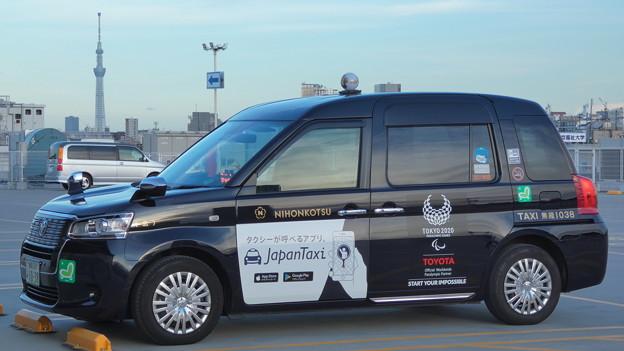 Photos: タクシーの車体にも映える『夏の夕空』