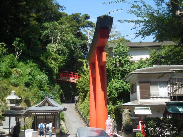 赤い鳥居と赤い橋