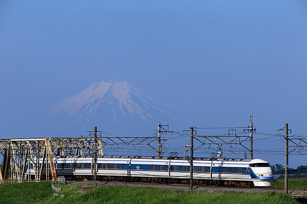 梅雨の晴れ間の粋な富士