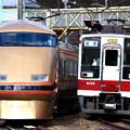 Photos: 5128M列車充当車両と318列車