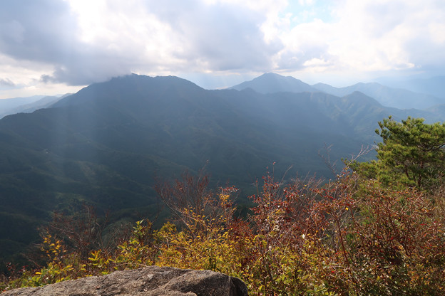 037 赤岩から御正体山方面
