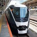 Photos: E261系