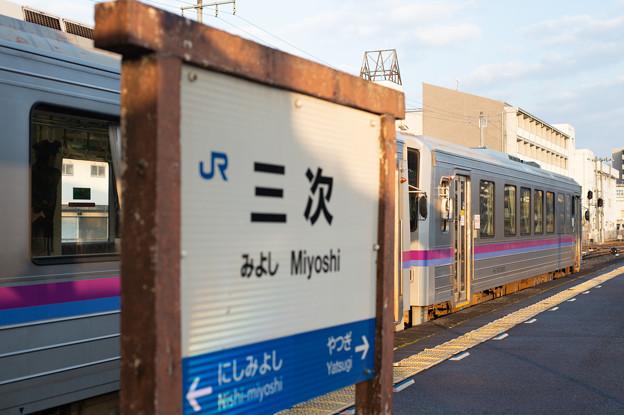 Photos: 003720_20191214_JR三次