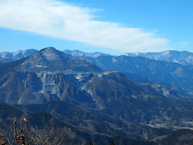 写真: 名峰武甲山