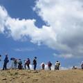 写真: 山頂にて