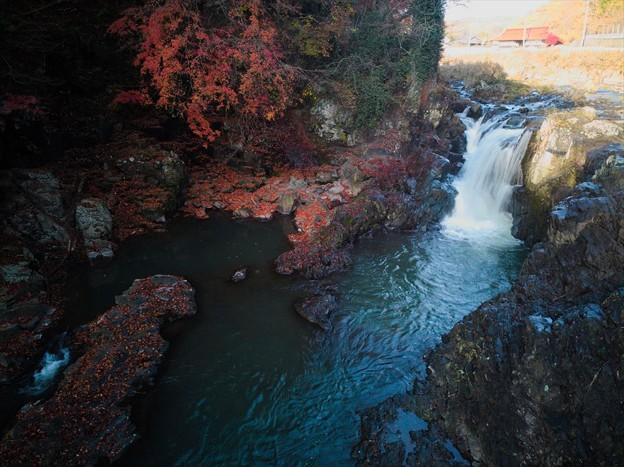 晩秋の滝♪