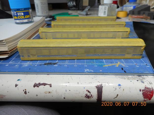 Photos: JR四国7000 上下色帯塗装マスキング 割り出し完了