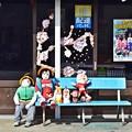 写真: 街道沿いの商店