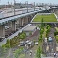 写真: 新幹線とミニ鉄道