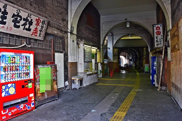 高架下の通り(2)