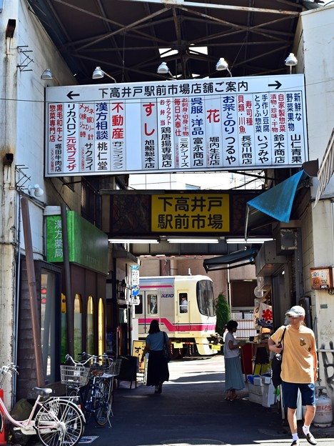 駅前市場の踏切