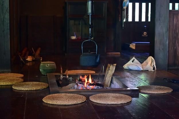 囲炉裏の灯
