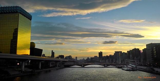 黄昏の隅田川