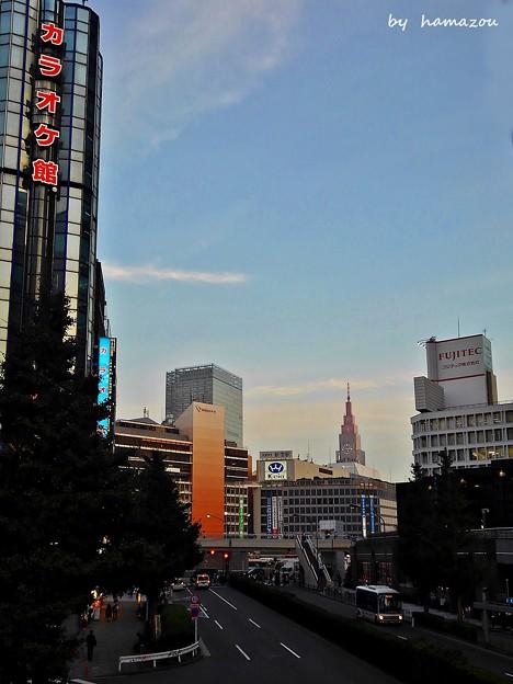 夕暮れ新宿西口