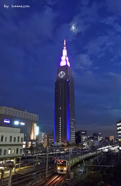 月夜の新宿摩天楼