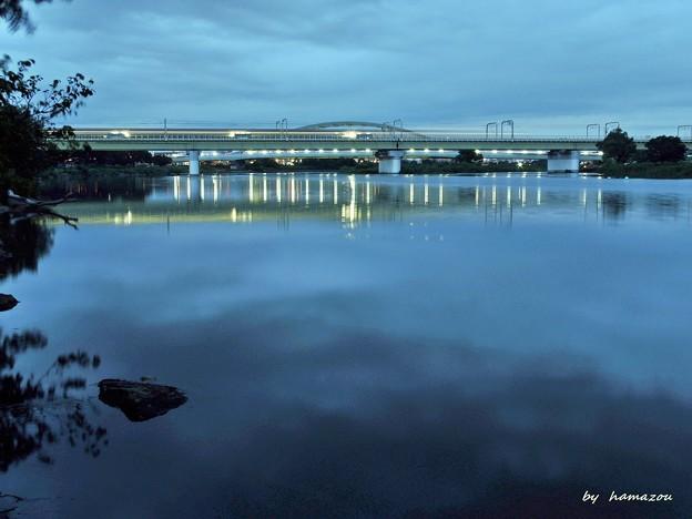 鉄橋の光跡