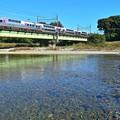川面の秋空