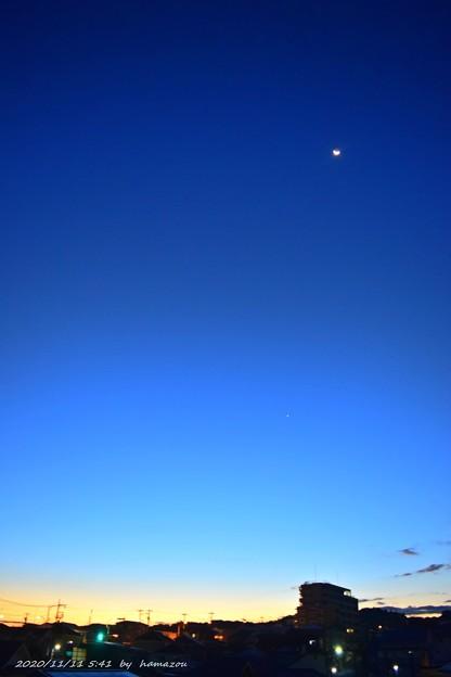 月と朝焼け(201111)
