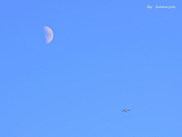月とセスナ