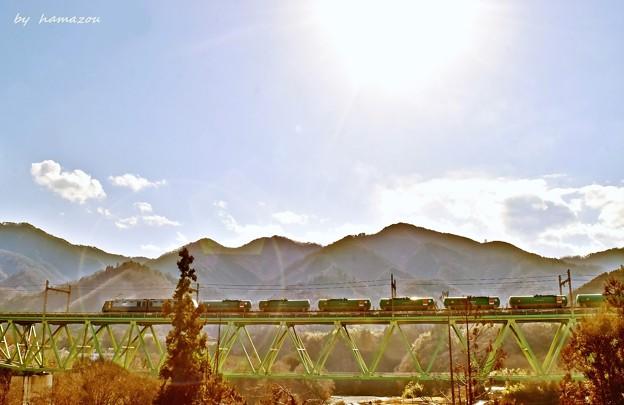 陽光に染まる鉄橋