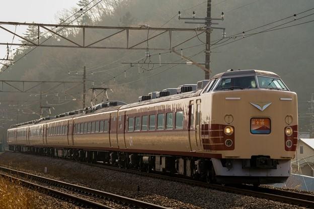 189系M51編成ホリデー快速富士山@小名路踏切