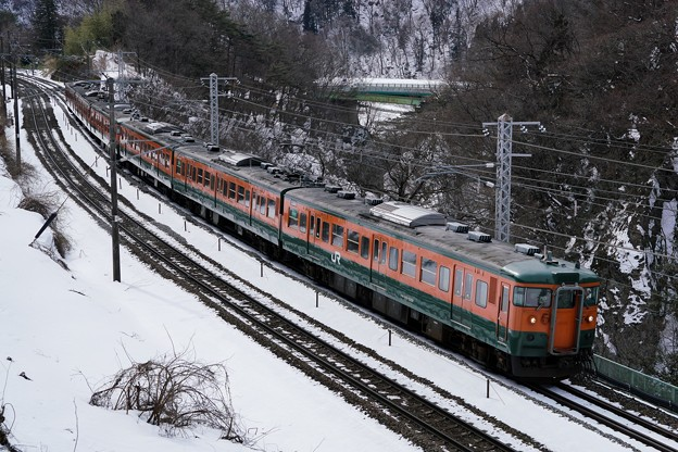 冬の諏訪峡を行く115系湘南色1