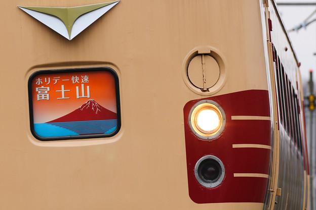 189系M51編成 ホリデー快速富士山@新井踏切3