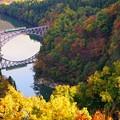 紅葉の只見川第一橋梁 キハ40系水鏡2