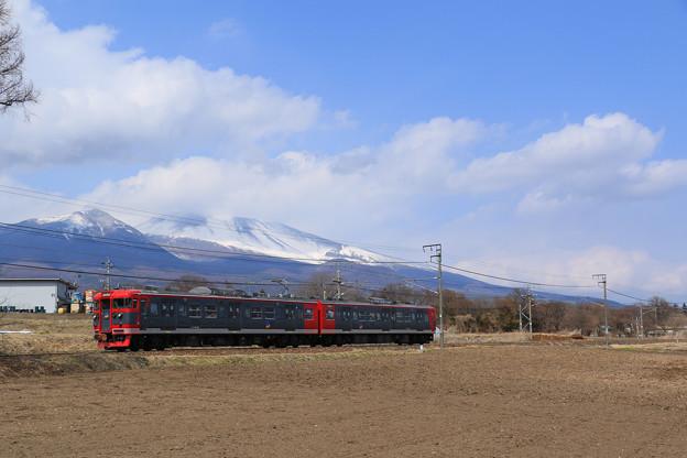 浅間山をバックに走る115系@御代田~平原