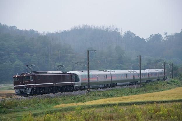 Photos: EF64-1052牽引信州カシオペア紀行@坂北アウトカーブ2