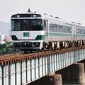 写真: 国鉄色リバイバル編成の「うずしお8号」