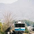 写真: 五剣山をバックに「うずしお8号」