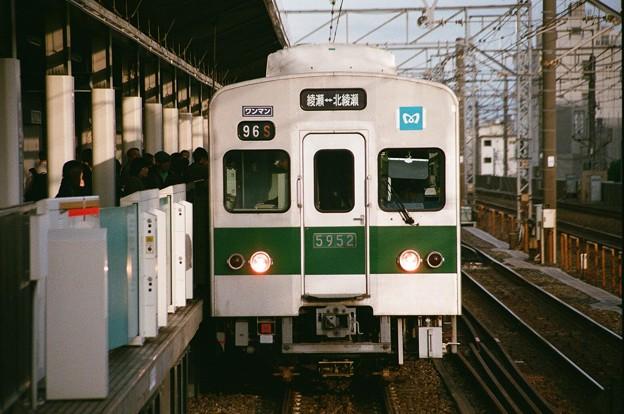 千代田線北綾瀬支線の5000系アルミ車