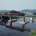 鉄橋を行く貨物列車