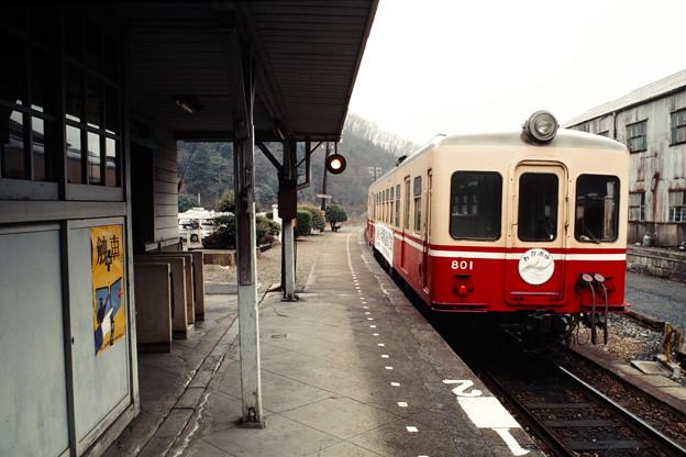 発車を待つキハ801