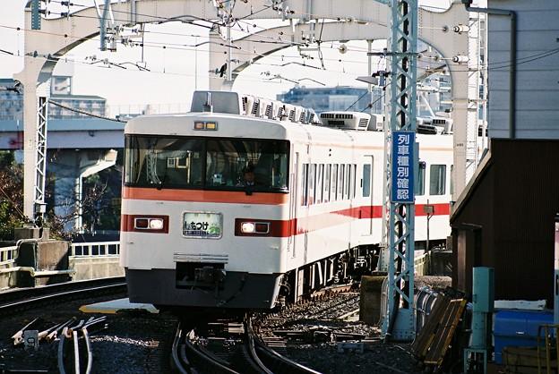 浅草駅に到着目前の「しもつけ」