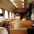 「北斗星5号」のロビーカー(オハ25 502)車内