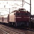 平泉駅を発車する50系普通列車