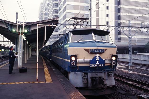 名古屋駅に停車中の上り「富士」