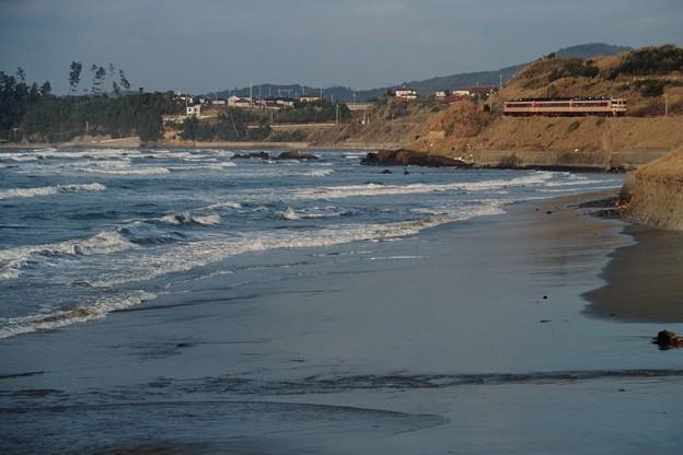 Photos: 海辺を行く「いそかぜ」