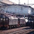 タンク車との連結作業中のED5083+ED5081